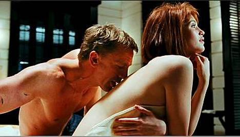 Agenti Field (Gemma Arterton) ja James Bond (Daniel Craig) elokuvassa Quantum of Solace.