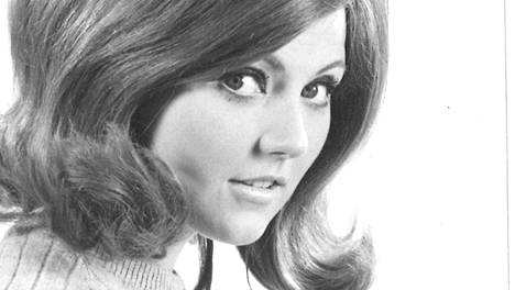 Menolippu-kappaleesta tunnettu Theresa Rosenius on kuollut – muistetaan myös tv-kuuluttajana