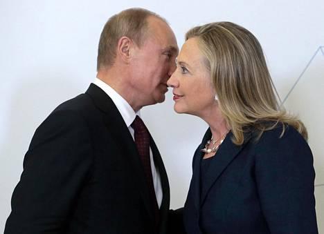 Presidentti Vladimir Putin ja ulkoministeri Hillary Clinton tapasivat APEC-kokouksessa Venäjän Vladivostokissa syyskuussa 2012.