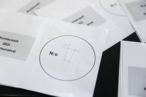 Äänestyskopissa on pelattu myös ristinollaa.