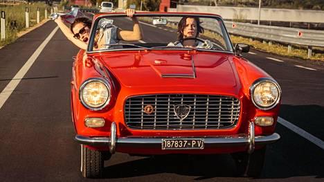 Parantolasta karkaavia naisia näyttelevät italialaisessa draamassa Valeria Bruni Tedeschi ja Micaela Ramazzotti.
