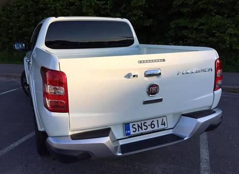 Fullbackin lavapituus riippuu malliversiosta. Kuvan Double Cabissa sitä on 1,52 metriä.