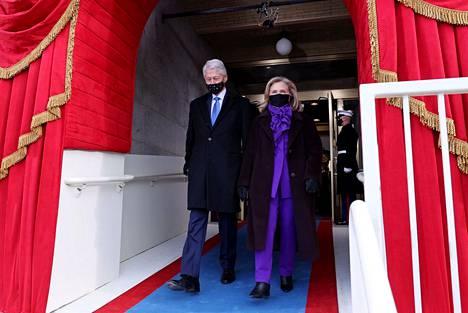 Hillary Clinton kunnioitti Joe Bidenin politiikkaa värivalinnallaan.