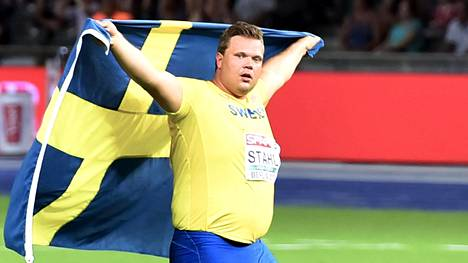 Väkivahva Daniel Ståhl juhli kiekonheiton EM-hopeaa viime kesänä Berliinissä.