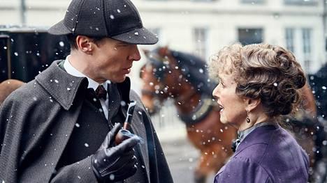 Benedict Cumberbatchin roolityötä Sherlock Holmesina on ylistetty.