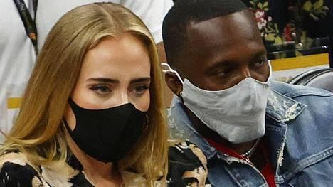 Adele kuvattiin lauantaina seuraamassa NBA-finaalien viidennettä ottelua yhdessä Rich Paulin kanssa.