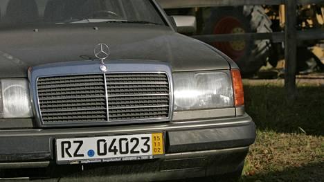 Ikääntynyt Mercedes-Benz dieselmoottorilla on monen yksityisen autontuojan suosikki.