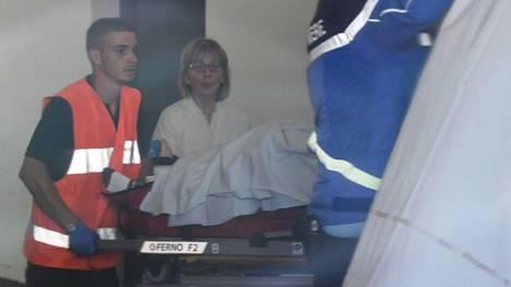 Chris Froome vietiin paareilla sairaalaan onnettomuutensa jälkeen.