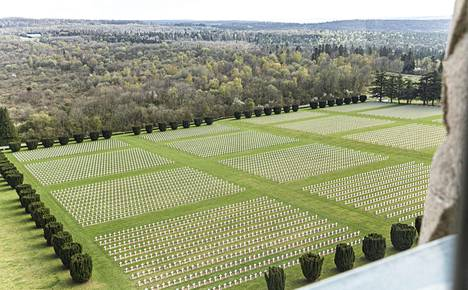 Douamountin hautausmaalla makaa 130 000 vainajaa.
