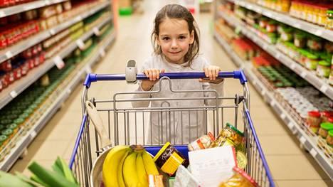 """Karkkikiellosta kiukustunut pikkutyttö huusi äidilleen kyseenalaiset sanat kauppareissulla: """"Hieman hävetti!"""""""