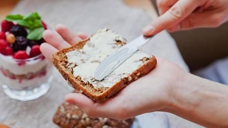 Jos ruokavaliosta karsitaan viljatuotteet, kuidun päivittäinen vähimmäissuositus 25–35 grammaa voi jäädä toteutumatta.
