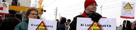 Palvelualojen ay-väki järjesti tänään Markantalojen luona mielenosoituksia.