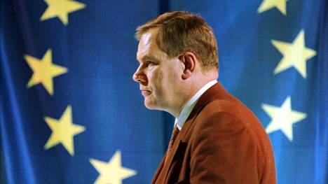 SDP:n puheenjohtaja Paavo Lipponen YLE:n vaalivalvojaisissa Norjan EU-äänestyspäivänä marraskuussa 1994