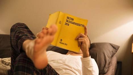 Valtion budjetti on perinteisesti julkaistu keltaisena kirjana. Nykyaikana se löytyy luonnollisesti myös verkosta, niin ikään keltavärein koristeltuna.