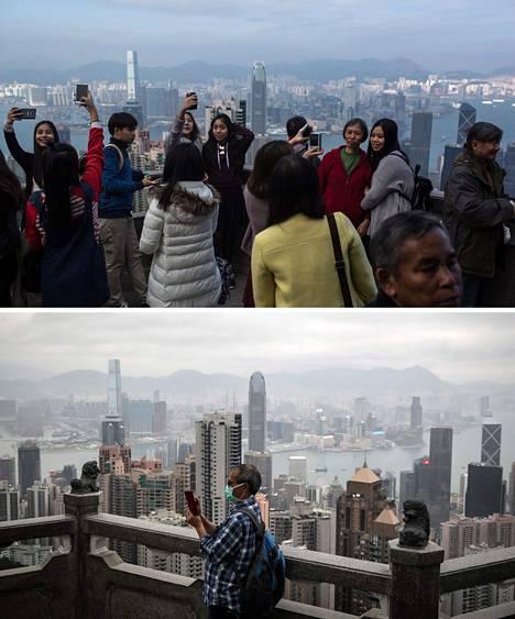 Turisteja Victoria Peakin kukkulalla Hongkongissa joulukuussa 2015, ja maaliskuussa 2020.