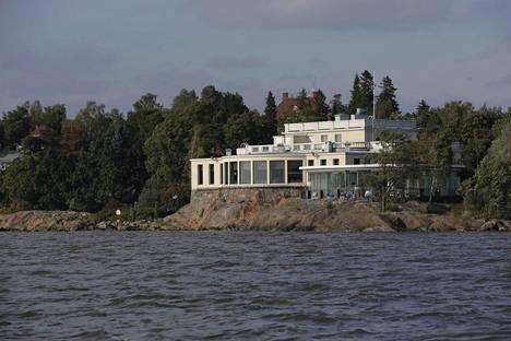 Hääjuhlia vietettiin Kulosaaren Casinon merellisessä ja idyllisessä miljöössä.