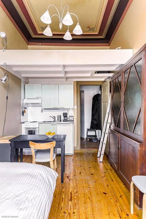Pieni yksiö on mahdollista yhdistää muutostöillä osaksi huoneistokokonaisuutta.
