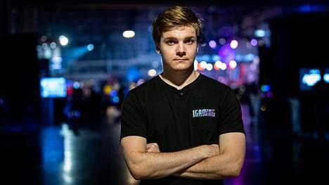 """Lauri """"Cyanide"""" Happosen peliura päättyi pahaan burnoutiin. Happonen on League of Legends -pelin maailmanmestari vuodelta 2011."""