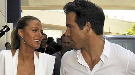 Blake Lively ja Ryan Reynolds ovat onnellisia yhdessä.