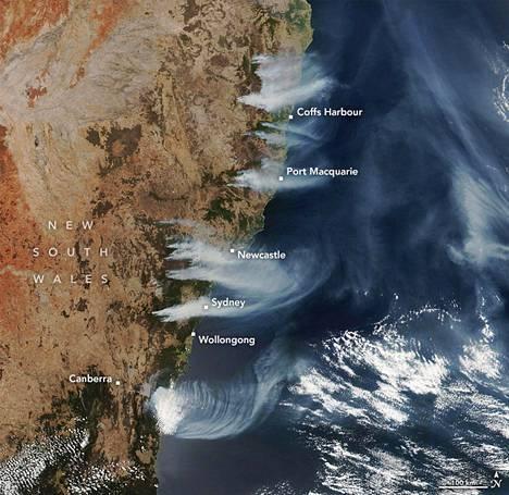 Australian itäosan maastopalot näkyvät satelliittikuvassa.