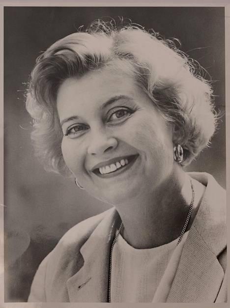 """Kansanedustaja 1995. Nuorena Anu opiskeli kotimaista kirjallisuutta Joensuun yliopistossa. Nykyään hän on eduskunnan puhemies. """"Toivon, että olen helposti lähestyttävä."""""""