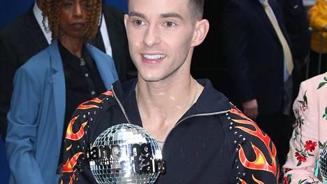 Yleisö kannusti taitoluistelija Adam Ripponin supersuositun Tanssii tähtien kanssa -ohjelman voittoon. Mitä todennäköisimmin myös miehen suomalaisrakas kannusti häntä alusta loppuun asti.