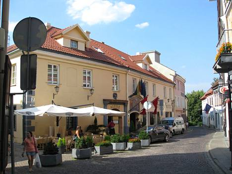 Majoittuminen ja ruokailu on Vilnassa kohtuuhintaista.