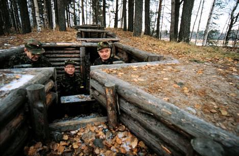 Joensuun bunkkerimuseossa voi tutustua kahteen teräsbetonikorsuun, kunnostettuihin taistelu- ja yhteyshautoihin ja kiviesteisiin.