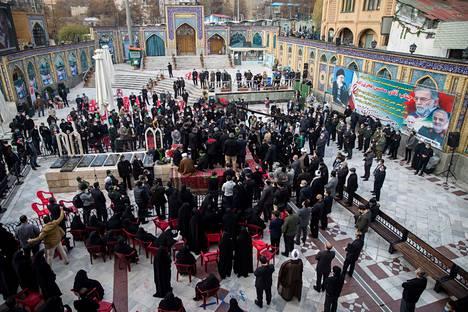Fakhrizadeh haudattiin lopulta Imamzadeh Salehin moskeijan alueelle Teheranissa.
