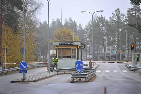 Porin prikaati toimii Länsi-Suomen alueella ja antaa varusmieskoulutusta Huovinrinteellä Säkylässä ja Niinisalossa Kankaanpäässä.