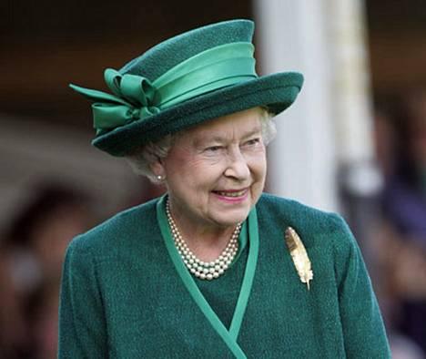 Elisabet, 81, on muotilehti Voguen mukaan glamourin kuningagar.