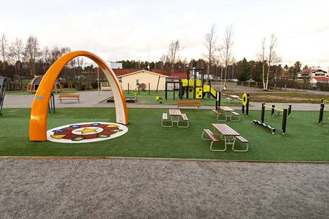 Riitta ja Maija-Liisa Takanen ovat lahjoittaneet rahaa Puuhaparkin rakentamiseen.