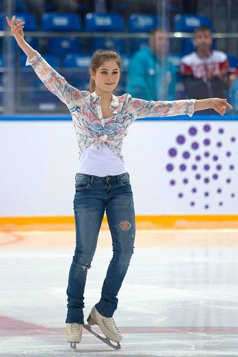 Monien mielestä venäläinen taitoluistelumaailma oli liian julma nuorelle Julia Lipnitskajalle. Kuva vuoden 2016 alusta.