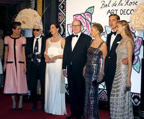 Monacon Rose Ball -gaalassa nähtiin myös ruhtinasperheen ystävä Karl Lagerfeld ja Pierre Casiraghin tuleva anoppi Paola Marzotto.