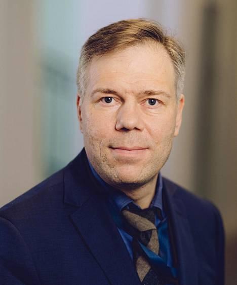 Valtiovarainministeriön kansliapäällikkö Juha Majanen epäilee ratahankkeiden kannattavuutta.