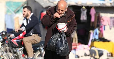 Ruoka-avun toimittaminen Aleppoon on vaikeaa. YK arvioi, että tätä menoa ruoka voi loppua saarretulta alueelta ensi viikolla.