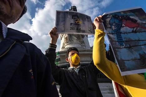 Pariisissa osoitettiin torstaina mieltä Bashar al-Assadia vastaan.