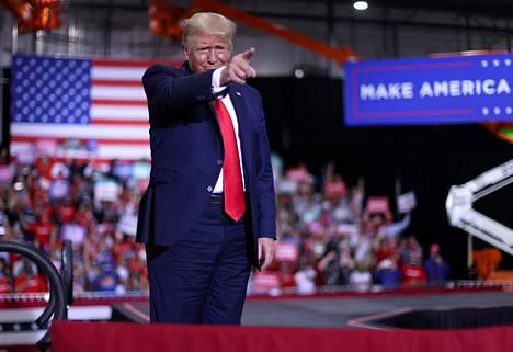 Donald Trump kampanjoi ahkerasti kuroakseen kilpakumppaninsa etumatkan gallupeissa kiinni.