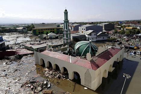 Tulvavedet ovat vallanneet moskeijan alueen Talise Beachilla.