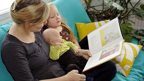 Nykyisin äidin perhevapaiden osuuden pituus on 4 kuukautta, isän 2 kuukautta ja jaettavan jakson 6 kuukautta.