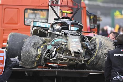 Valtteri Bottaksen Mercedes oli karussa kunnossa Imolan ison kolarin jälkeen.