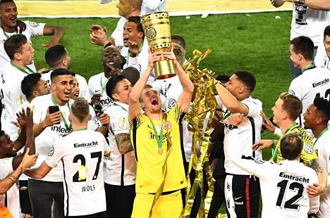 Hradecky päätti kolmivuotisen Frankfurt-taipaleensa Saksan cupin voittoon viime viikonloppuna.