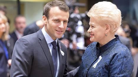 Ranskan presidentti Emmanuel Macron ja Liettuan presidentti Dalia Grybauskaite EU-huippukokouksessa Brysselissä. Molemmat maat harkitsevat Financial Timesin mukaan venäläisdiplomaattien karkottamista.