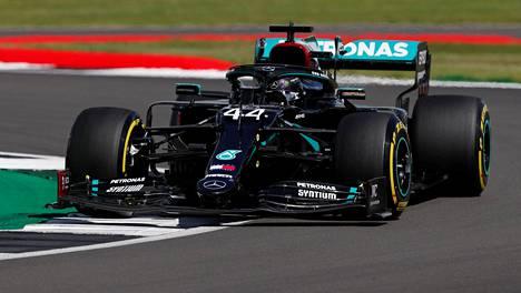 Lewis Hamilton Silverstonessa lauantaina.