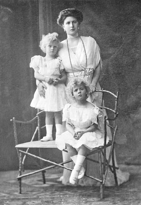 Alice sai miehensä kanssa yhteensä viisi lasta.