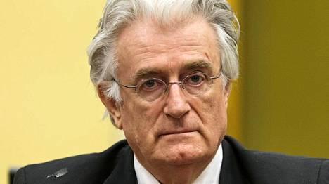 Ex-serbijohtajaa Radovan Karadzicia syytetään kansanmurhasta ja rikoksista ihmisyyttä vastaan Bosnia-Herzegovinan sisällissodassa 1990-luvun puolivälissä.