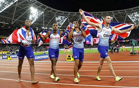 Britannian viestinelikko Adam Gemili, Chijindu Ujah, Daniel Talbot ja Nethaneel Mitchell-Blake pääsivät juhlimaan kotiyleisönsä edessä yllätysmestaruutta.