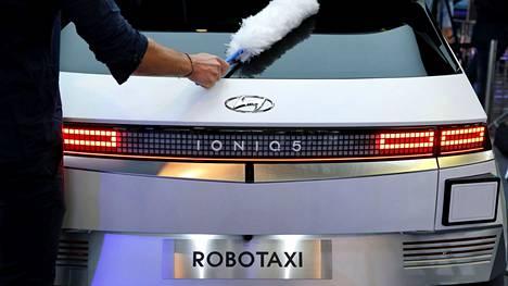 Hyundai ja Motional toivat robottitaksit ensi kertaa yleisön nähtäville IAA Mobility -näyttelyssä Münchenissä syyskuussa 2021.