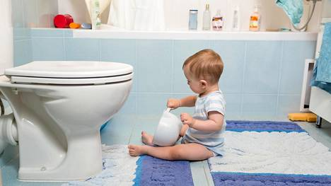 """Äidin nerokkaalla kikalla taapero ei saa vedettyä vessapaperia pitkin lattioita: """"No niin, rettelöitsijät..."""""""