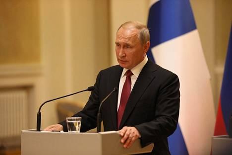 Putin vastaili toimittajien kysymyksiin Presidentinlinnassa käytyjen keskustelujen jälkeen.